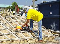 Robert_dismantles_the_roof_w_demolition_saw.jpg